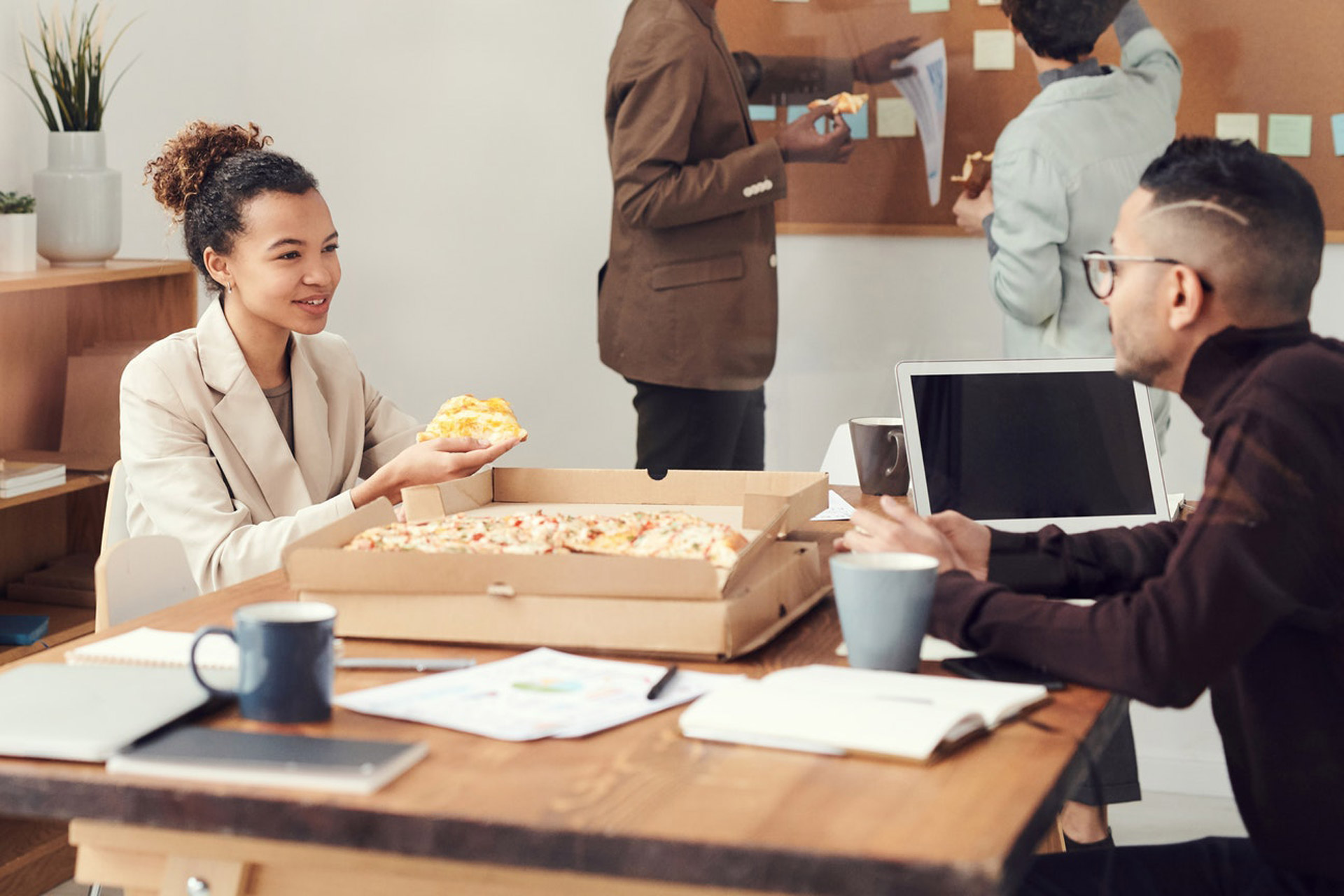 How to Successfully Host Lunch Business Meetings